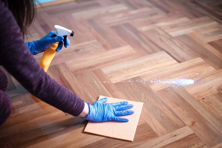 2019-09-13-como-limpar-piso-de-madeira-1.jpg